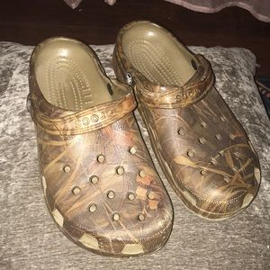 Men's camo crocks